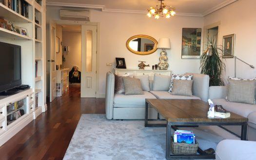 Oferta en buen edificio en Sanchinarro, piso con zonas comunes de primera